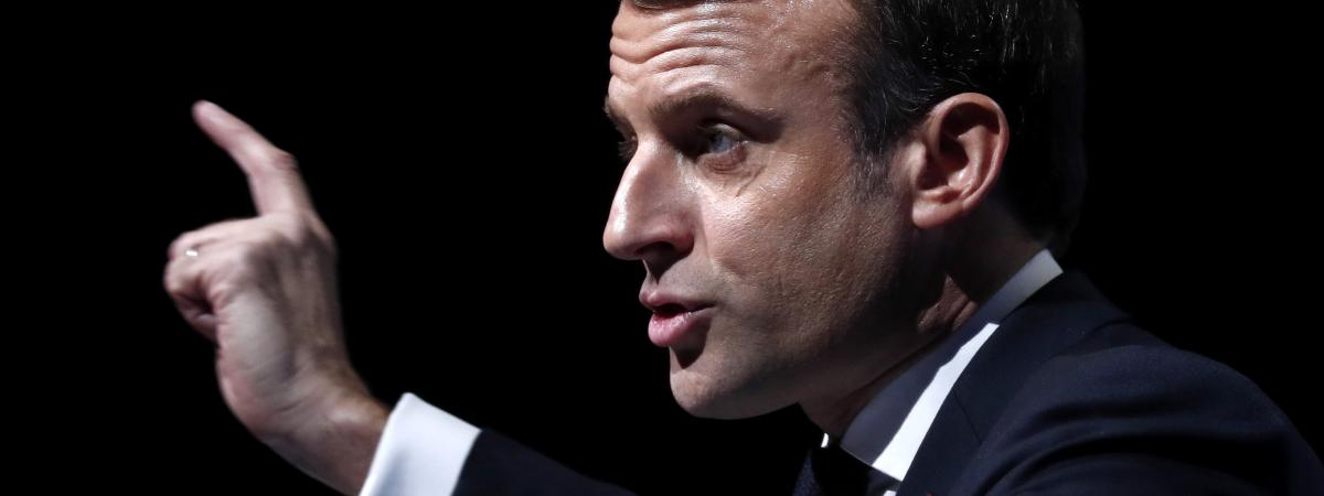 """Face au """"mur du 5 décembre"""" des mouvements sociaux, Emmanuel Macron allège son agenda international et n'i..."""