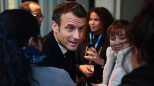 """DIRECT. """"Vous aviez promis des emplois sur le site"""" : regardez les échanges tendus entre Emmanuel Macron et d'ex-salariés de Whirlpool à Amiens"""