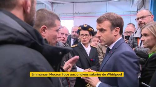 """VIDEO. """"J'ai dit que ça fermerait, je vous l'ai dit"""" : Emmanuel Macron pris à partie par d'ex-salariés de Whirlpool à Amiens"""