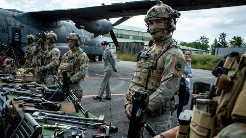 """Militaires français tués au Mali : le 5e régiment d'hélicoptères de combat de Pau, une unité composée d'hommes """"hors du commun"""""""
