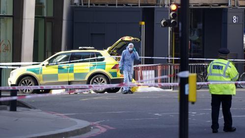 """""""Tout le monde essayait de le maintenir à terre"""" : comment des passants ont maîtrisé l'auteur de l'attaque à Londres"""