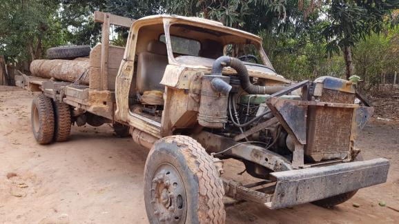 Un des camions utilisés par les coupeurs de bois, dans la forêt d\'Arariboia, en Amazonie brésilienne. Novembre 2019
