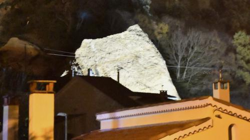 """VIDEO. Alpes-de-Haute-Provence : un rocher des """"Pénitents"""" s'écroule sur des maisons aux Mées"""