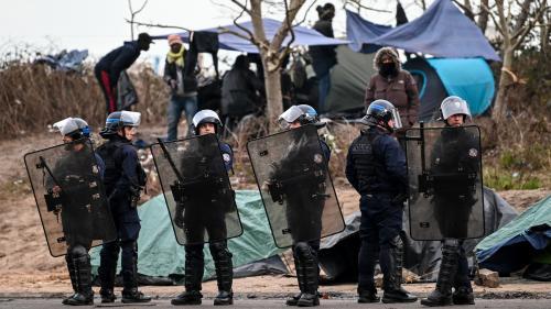 """Des ONG réclament une commission d'enquête parlementaire sur les atteintes """"aux droits"""" des migrants"""
