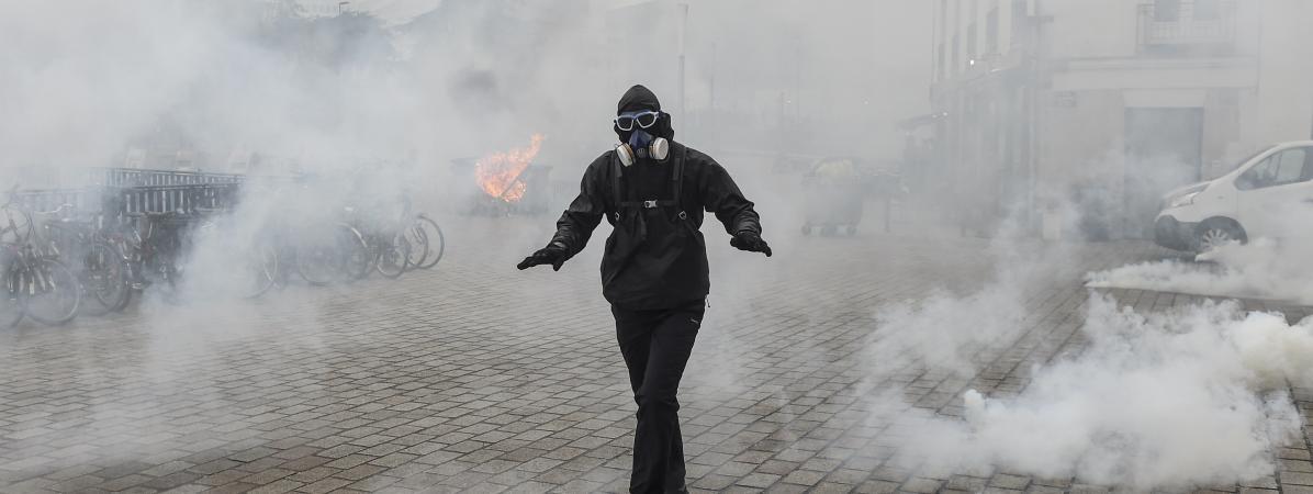 #GREVE Plus de 180 000 personnes manifestent à la mi-journée dans une trentaine de villes en France contre ...