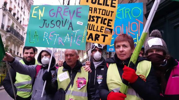 Des militants du syndicat Sud dans la manifestation parisienne contre la réforme des retraites, le 5 décembre 2019.