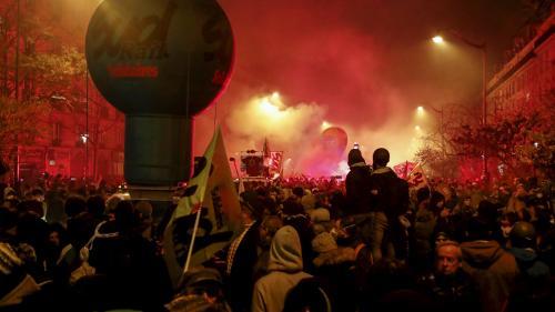 """Grève du 5 décembre : dans le cortège parisien, des manifestants se disent prêts à tenir """"jusqu'aux vacances"""""""