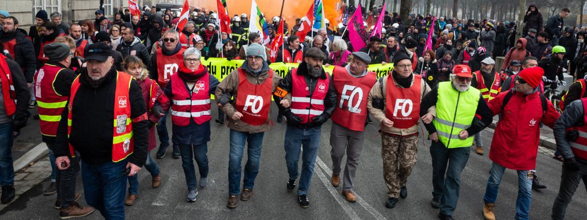 Des manifestants membres du syndicat FO manifestent le 5 décembre 2019 à Nantes.