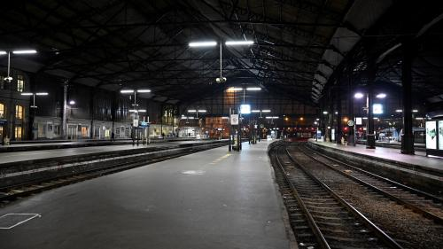 EN IMAGES. Gares vides, places assises dans le métro, routes dégagées… Un début de journée très calme dans les transports