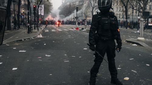 Les policiers ont-ils le droit de ne pas porter leur matricule RIO enmanifestation?