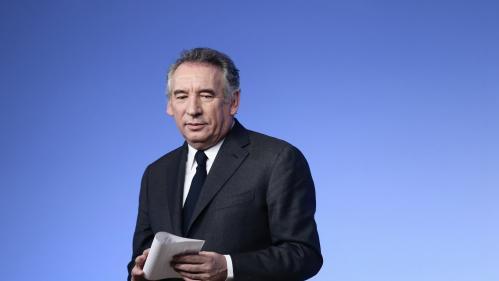 """Soupçons d'emplois fictifs des assistants d'eurodéputés MoDem : François Bayrou mis en examen pour """"complicité de détournement de fonds publics"""""""
