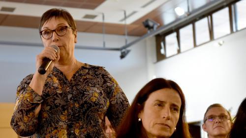 Loire : pour dénoncer la pénurie de médecins, une maire interdit à ses administrés de mourir le week-end