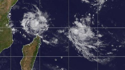 Mayotte : le cyclone Belna gagne en intensité, des renforts de la sécurité civile en cours d'acheminement