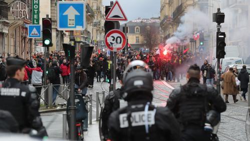 """Grève du 7 décembre : opposants à la réforme des retraites et """"gilets jaunes"""" ont défilé dans les rues, avec quelques incidents"""
