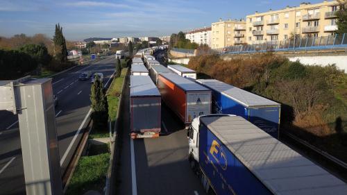 Mobilisation des transporteurs routiers: des blocages et barrages filtrants en cours samedi