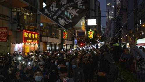 Hong Kong : six mois après le début de la contestation, des centaines de milliers de manifestants déferlent dans les rues