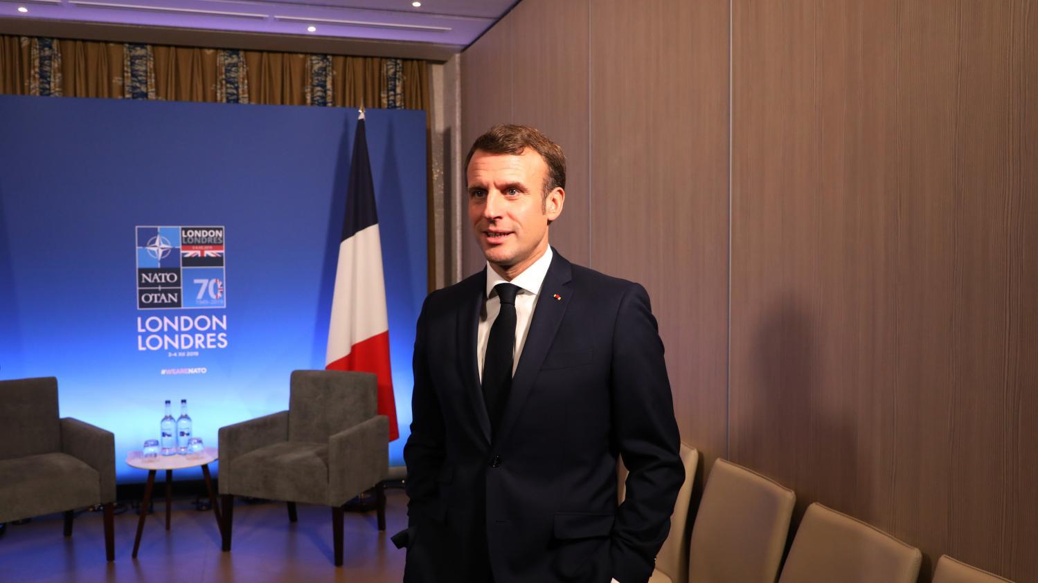 Réforme des retraites : les économistes pères du projet mettent en garde Emmanuel Macron