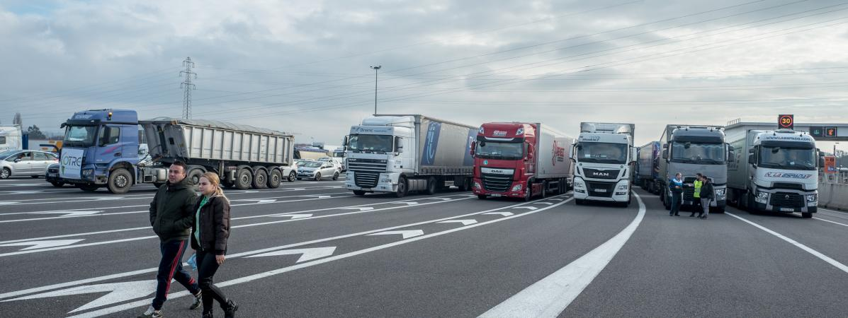 Des routiers bloquent une autoroute à Labège (Haute-Garonne), le 7 décembre 2019.