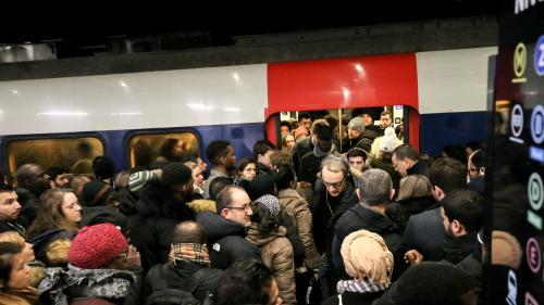 VIDEO. Grève du 9 décembre : scènes de tension dans les transports en commun à Paris