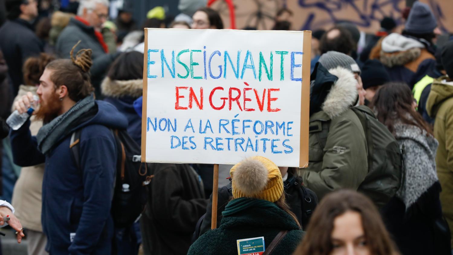 «On est dans le flou»: une enseignante inquiète par la réforme des retraites