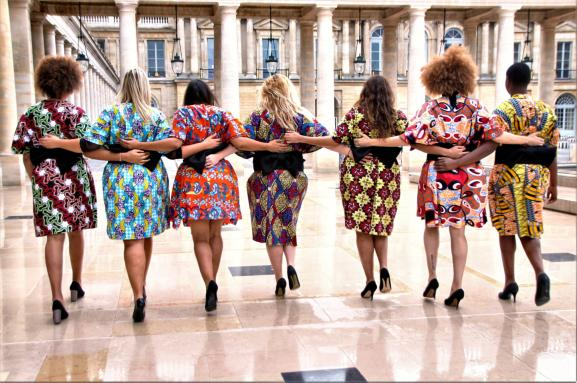 Tournage d\'un clip Body Positive pour Georgia Stein (fondatrice du groupe The All Sizes Catwalk) au Palais-Royal à Paris en 2018