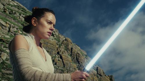 """""""Star Wars : l'Ascension de Skywalker"""": J. J. Abrams clôt la saga mythique sans faire d'étincelles"""