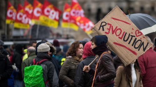 DIRECT. Grève du 12 décembre : des manifestants investissent un centre commercial à Nantes