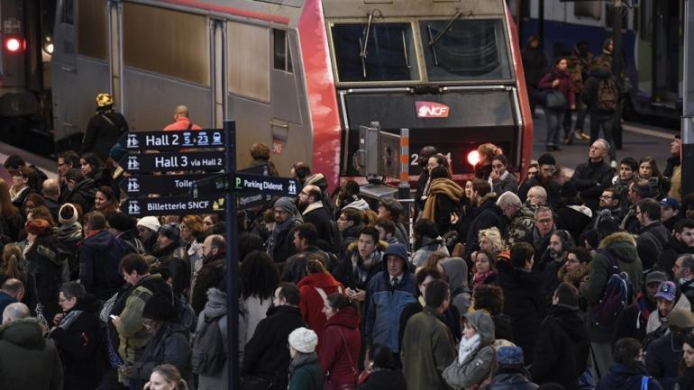 Cohue à la gare de Lyon, à Paris, en pleine grève contre la réforme des retraites, le 12 décembre 2019.