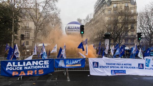 Réforme des retraites : les syndicats policiers suspendent leur mouvement après une réunion au ministère de l'Intérieur