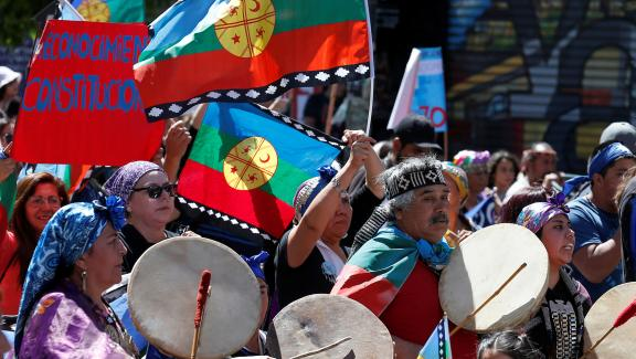 Des Mapuches manifestent contre le gouvernement à Valparaiso, au Chili, le 2 novembre 2019.