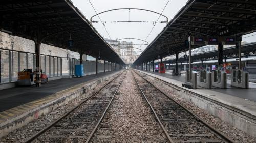 Grève à la SNCF : les trains circuleront-ils lors des vacances de Noël ?