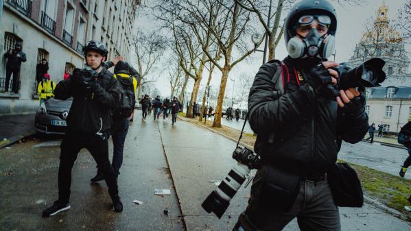 Étudiants interpellés à Lille, amendement proposé au Sénat : a-t-on le droit de filmer la police en France ?