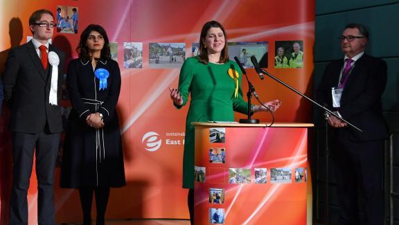 La chef de file des Lib Dems, Jo Swinson, s\'exprime aprèsavoir perdu dans la circonscription d\'East Dunbartonshire, au nord de Glasgow (Ecosse), le 13 décembre 2019.