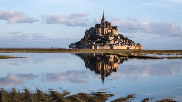VIDEO. Confinement : le Mont-Saint-Michel coupé du monde