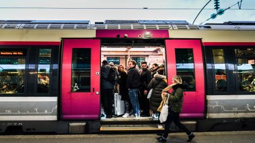 Grève du lundi 16 décembre : le trafic sera encore très perturbé à la SNCF avec 1 TGV sur 3, 1 Intercités sur 6, 1 Transilien sur 4 et 4 TER sur 10