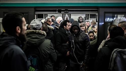 Grève du lundi 16 décembre : la RATP annonce un trafic encore fortement perturbé avec huit lignes de métro fermées