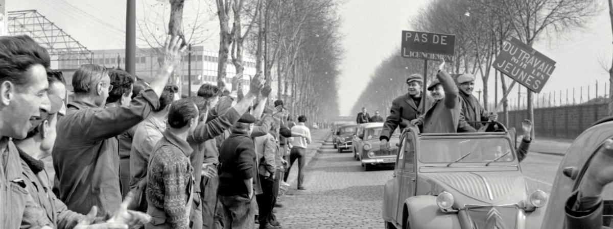 Les mineurs lorrains sont accueillis en héros par les ouvriers de Bobigny (Seine-Saint-Denis), le 13 mars 1963.