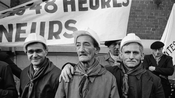 Les mineurs du bassin minier du Pas-de-Calais manifestent à Lens, en mars 1963.
