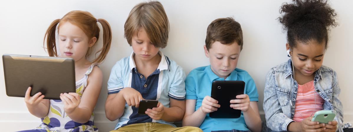 Votre enfant a reçu une tablette à Noël ? On répond à quatre questions sur l'influence des écrans sur le dé...
