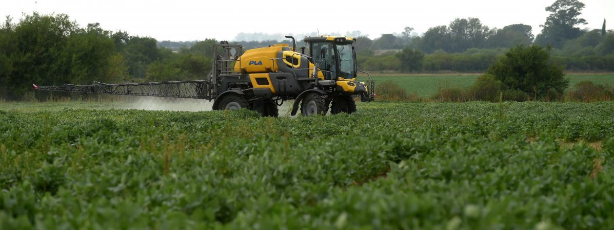 """""""Aberrant"""", """"dramatique""""... Les distances entre zones d'épandage de pesticides et habitations ne contentent..."""