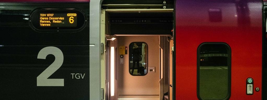 Un train à la gare Montparnasse à Paris le lendemain de Noël.
