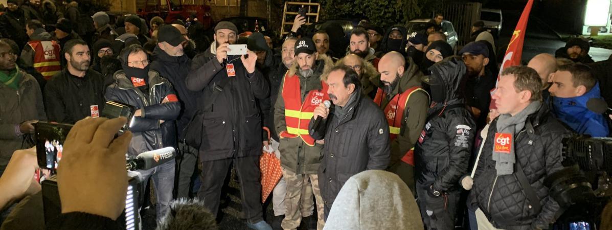 Le secrétaire général de la CGT Philippe Martinez lors d'un rassemblement au dépôt de bus de Vitry-sur-Seine (Val-de-Marne), vendredi 27 décembre 2019.