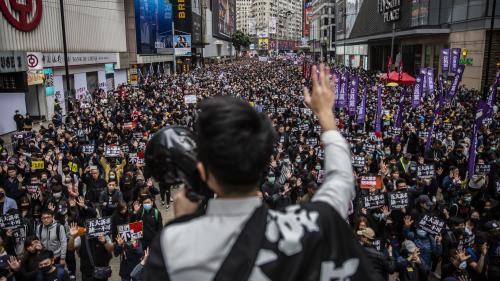 Hong Kong : des dizaines de milliers de personnes manifestent pour le Nouvel An