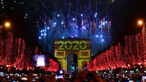 VIDEO. Revivez le feu d'artifice tiré depuis l'Arc de triomphe pour le passage en 2020