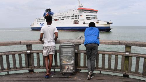 """""""À la nage, en kayak ou en paddle"""" : près de 2500 migrants ont tenté de traverser la Manche en 2019, un chiffre en forte hausse"""