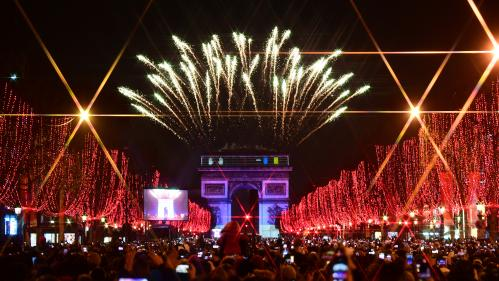 EN IMAGES. Entre feux d'artifice et manifestations, le monde célèbre l'arrivée de l'année 2020