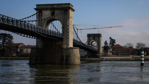 Entre la Drôme et l'Ardèche, un très vieux pont inquiète les riverains