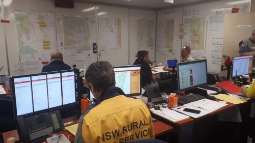 """""""On est tous très fatigués"""" : en Australie, les pompiers luttent sans relâche depuis quatre mois contre des incendies monstres"""