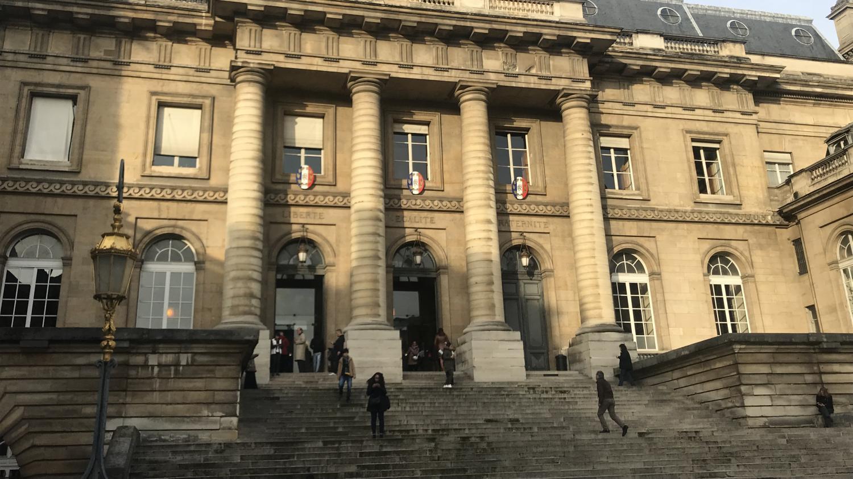 Le procès d'une vingtaine de jihadistes français présumés, morts ou disparus, s'est ouvert lundi à Paris