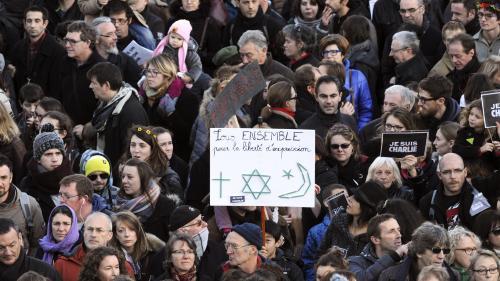 """VIDEO. Hommage à """"Charlie Hebdo"""" : regardez le documentaire """"L'Humour à mort"""" de Daniel Leconte"""